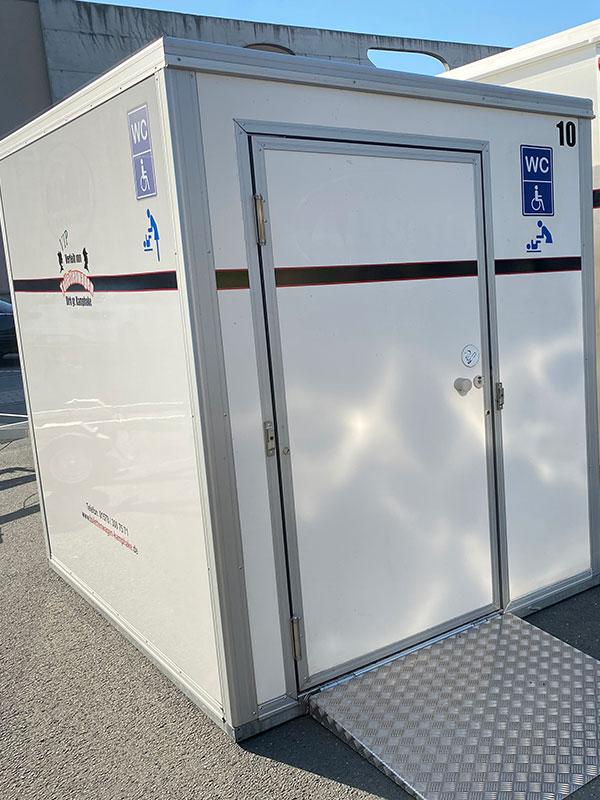 Barrierefreien Toilettenwagen mieten (Aussenansicht)