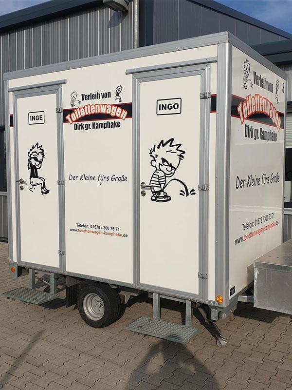 Sicher und einfach einen kleinen Toilettenwagen mieten