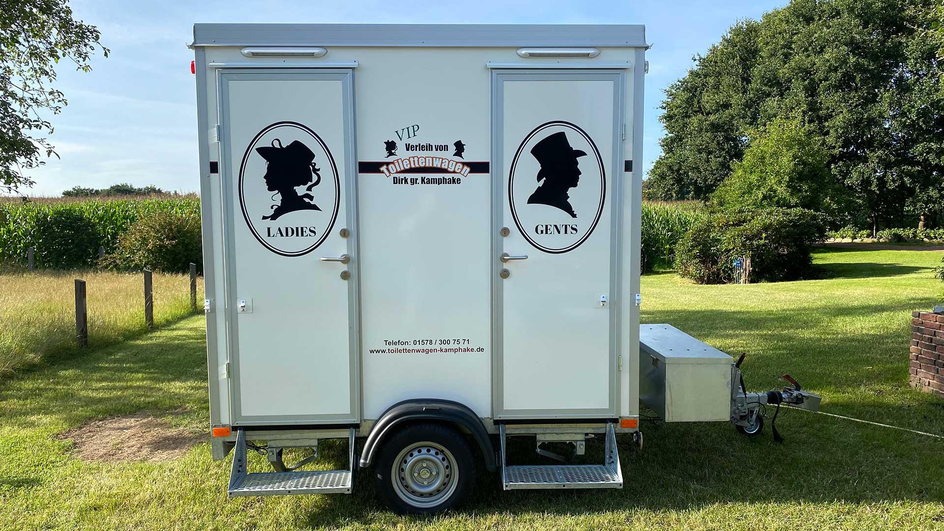 """Aussenansicht VIP-Toilettenwagen """"Klein"""" ohne roten Teppich"""